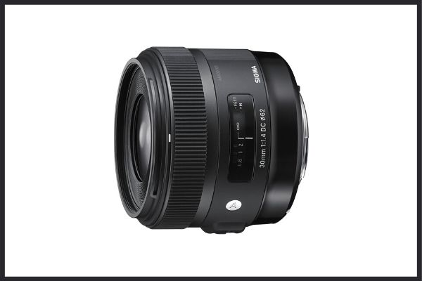 Best third party lenses: Sigma 30mm f1.4 DC